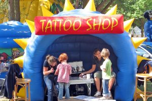 Kermis en kans Airbrush tattoo shop verhuur Kirmes airbrush tattoo laden